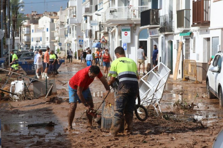 Rain, floods and damage, live    Two German tourists drown in Mallorca, Spain