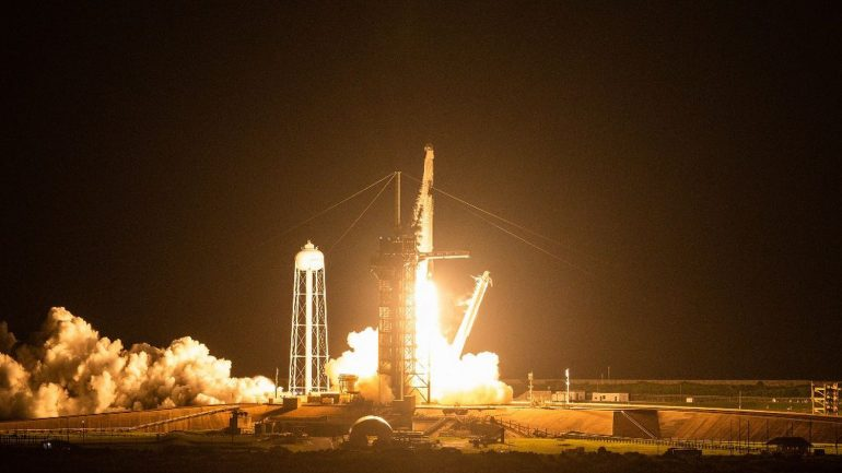 SpaceX's first tourists begin their spaceflight