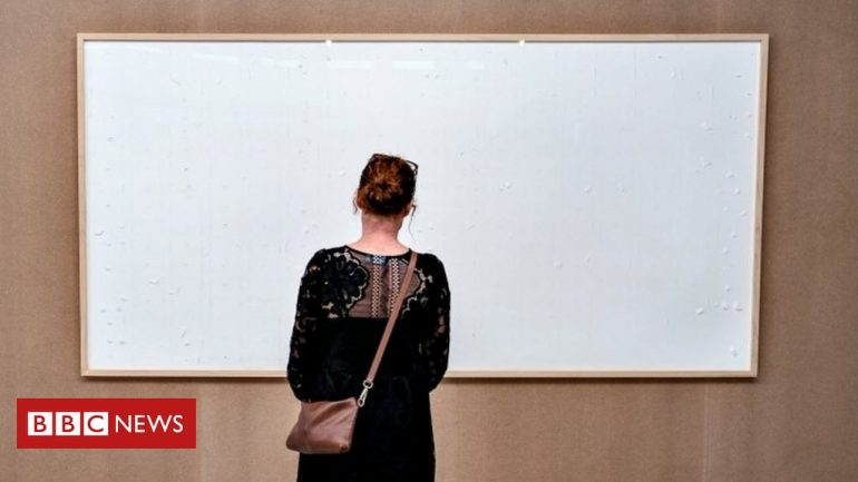The artist receives $ 450,000 from the museum and presents a blank painting