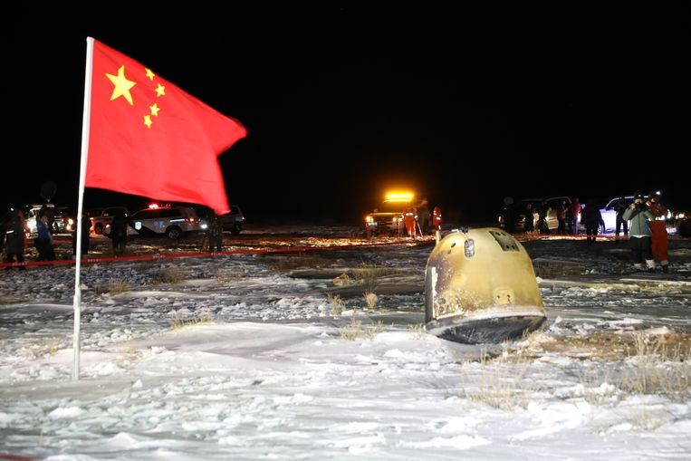 The lunar capsule (right) returned to Earth last December.  Image CNSA