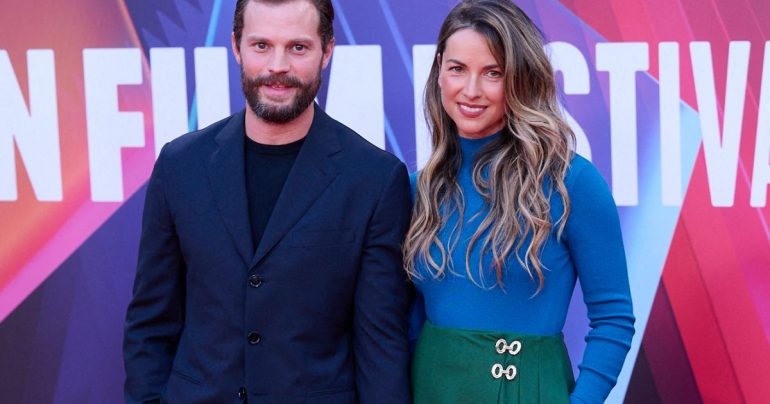 """Jamie Dornan goes crazy about his wife Amelia on the red carpet with the golden goddess Kaitriona Balfe """"for Belfast"""""""