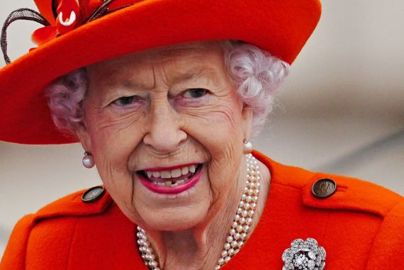 """Queen Elizabeth II """"depressed and disappointed"""" not to attend COP26, says British journalist"""